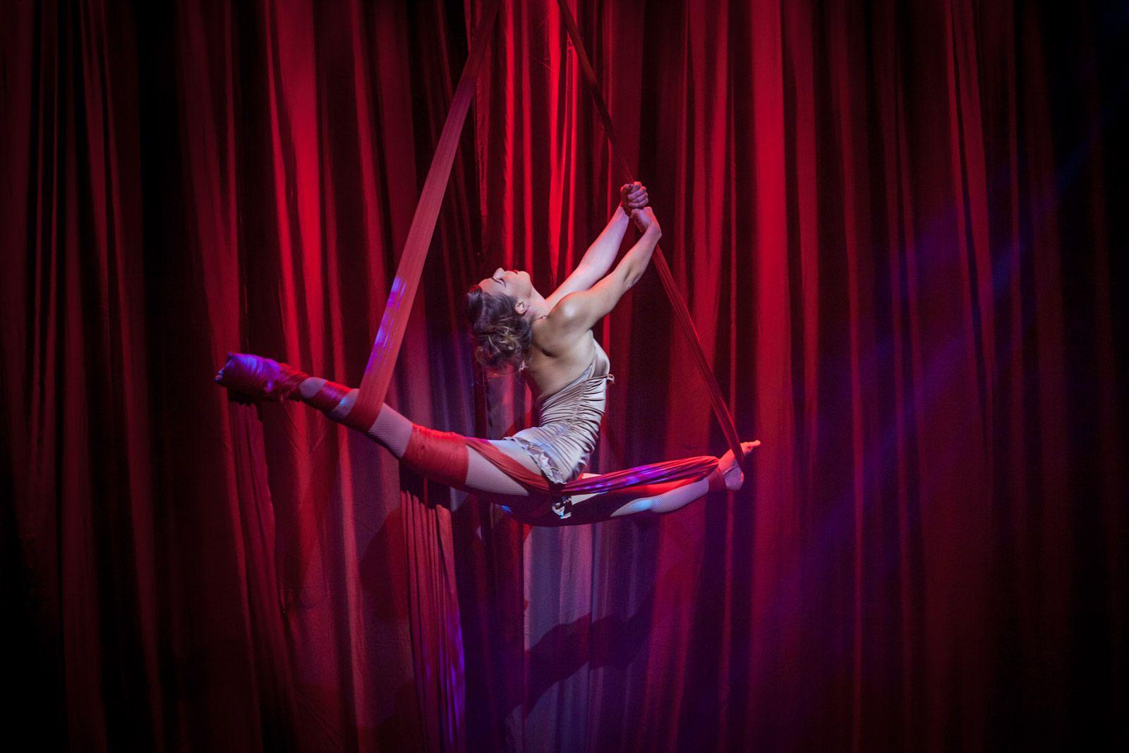 Aurélie Bernard aerial hoop artist