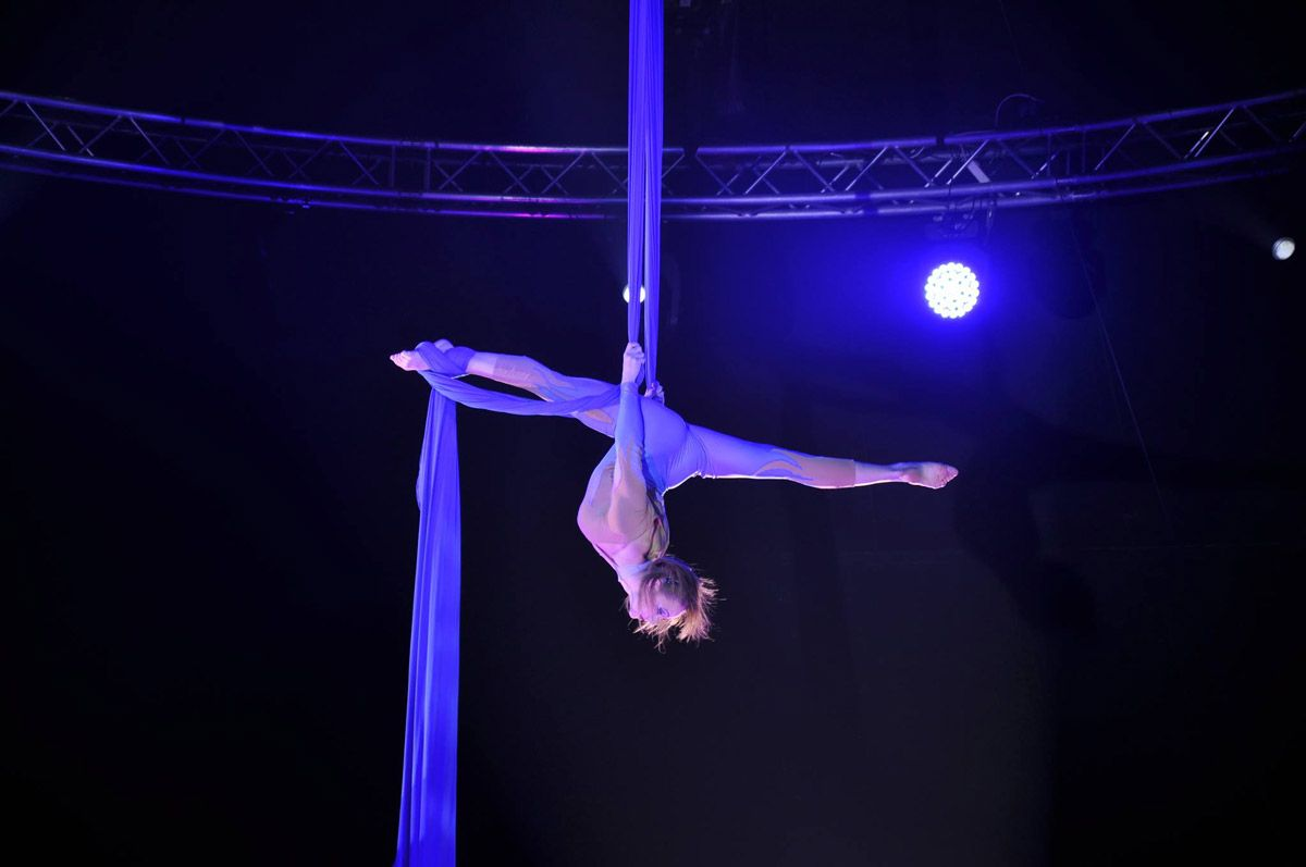 Ekaterina-Shustova-circus
