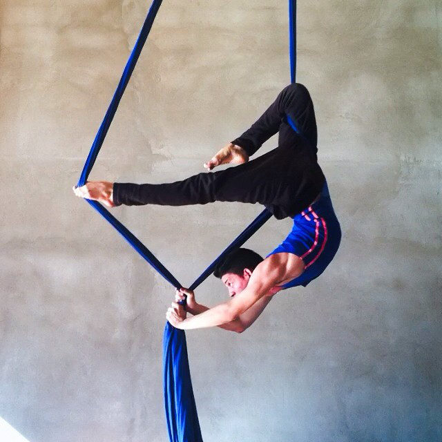 Iram-Ramírez-aerial-silks